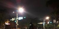 学生凌晨在忠孝东路拖地 表达无言抗议 - 中时电子报