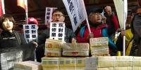 劳基法三读 劳团立法院外冥纸抗议 - 中时电子报