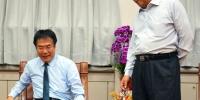 黄伟哲请益之旅到屏东 县长潘孟安送鞋鼓励勤走基层 - 中时电子报